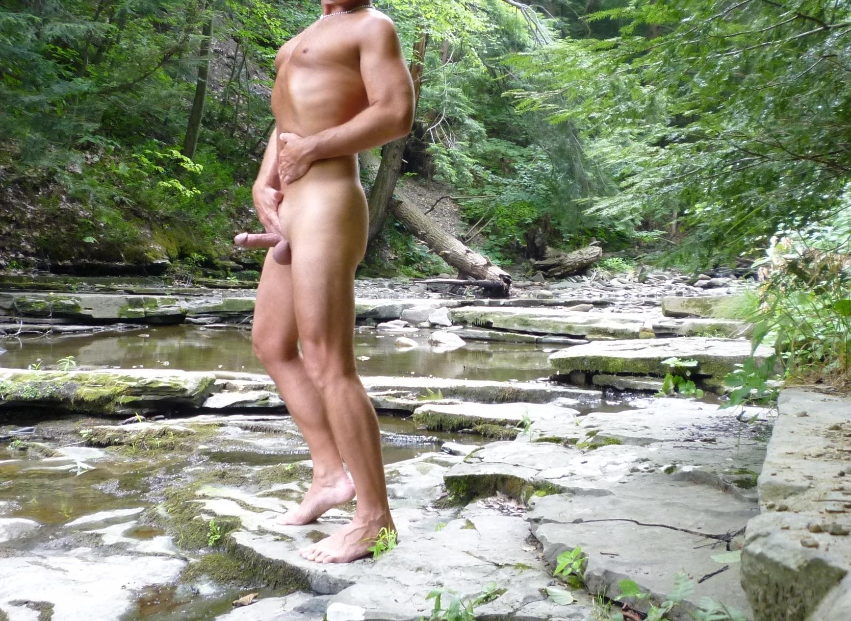 nude-outdoor-dudes
